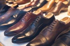 Lederne männliche Luxusschuhe für Geschäftsleute Lizenzfreie Stockfotos