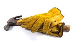 Lederner Arbeits-Handschuh und Hammer Stockfoto