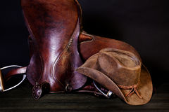 Lederner Cowboy Hat Australian Saddle Stockfotos