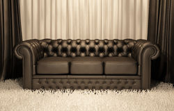 Ledernes Chester Sofa Brown-im Luxuxinnenraum Stockfotos
