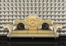 Ledernes Sofa mit Feld auf Hintergrund Stockfoto