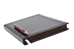 Ledernes Tagebuch mit Feder Lizenzfreies Stockfoto
