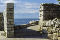 Ledge with a view on the sea. At daytime Royalty Free Stock Photos