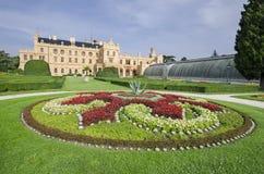 Lednice chateau med den franska stilträdgården Fotografering för Bildbyråer