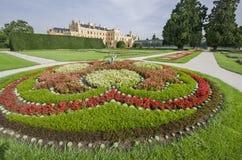 Lednice chateau med den franska stilträdgården Arkivbild