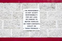 Ledning accepterar inget ansvar för förlust av innehåll, eller skada till motorfordon undertecknar arkivfoton
