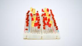 LEDs en elektrocomponenten op de raad Stock Foto's