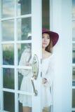 Ledsen asiatisk tappningkvinna Arkivfoto