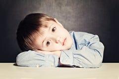 Ledsen barnpojke Royaltyfria Bilder
