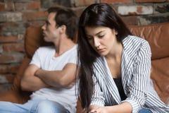 Ledsen eftertänksam ung flicka som after tänker av förhållandeproblem arkivfoto