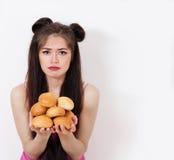 Ledsen flicka med bakning Royaltyfri Fotografi