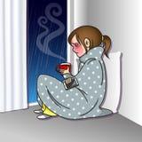 Ledsen flicka med mobiltelefon- och kaffekoppen Arkivfoto