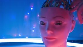 Ledsen framsida för robot, robotic elektroniskt head experiment för konstgjord intelligens lager videofilmer