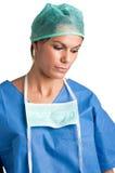 Ledsen kvinnlig kirurg arkivfoto
