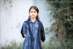Ledsen liten flicka losted och royaltyfria foton