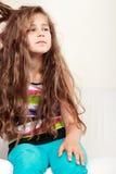 Ledsen olycklig liten flickaungestående Royaltyfri Bild
