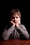 Ledsen tonårs- pojke Royaltyfri Foto