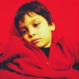 Ledsen trött pojke Arkivfoton