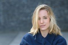 Ledsen ung kvinna med ett melankoliskt uttryck fotografering för bildbyråer