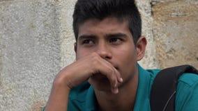 Ledset och olyckligt manligt latinamerikanskt tonårigt fotografering för bildbyråer
