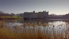 Leeds Castle är en berömd gränsmärke i England lager videofilmer