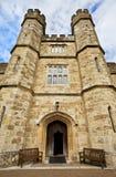 Leeds Castle ingång, Kent, Förenade kungariket Arkivbild