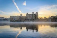 Leeds Castle Kent, England, på gryning Royaltyfri Bild