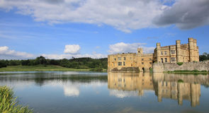 Leeds Castle och sjö fotografering för bildbyråer