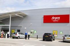 LEEDS, GROSSBRITANNIEN - 20. AUGUST 2015 Argos-Zeichen außerhalb Argos-Shops in keinem Lizenzfreie Stockfotos