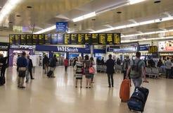 LEEDS, GROSSBRITANNIEN - 23. JULI 2015 Leeds-Bahnstation Das Haupt-counco Lizenzfreie Stockfotos