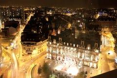 Leeds nachts - Vogelperspektive lizenzfreie stockfotos