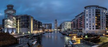 Leeds si mette in bacino al crepuscolo fotografie stock libere da diritti