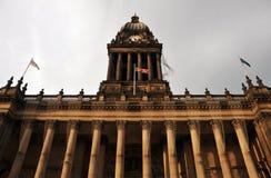 Leeds stadshus i västra - yorkshire sikt av framdelen av byggnad Arkivfoton