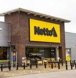 LEEDS UK - 20 AUGUSTI 2015 Netto lager i Leeds, UK Royaltyfria Bilder