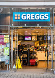 LEEDS, UK - 8 2015 GRUDZIEŃ Greggs plc piekarni sklep w Leeds Obraz Royalty Free