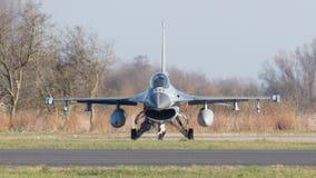 LEEEUWARDEN, ΚΑΤΩ ΧΏΡΕΣ - 11 ΑΠΡΙΛΊΟΥ 2016: Ένα ολλανδικό F-16 σε GR Στοκ φωτογραφία με δικαίωμα ελεύθερης χρήσης