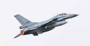LEEEUWARDEN, ΟΙ ΚΑΤΩ ΧΏΡΕΣ - 11 ΙΟΥΝΊΟΥ 2016: Ολλανδικό πολεμικό αεροσκάφος F-16 j Στοκ εικόνα με δικαίωμα ελεύθερης χρήσης