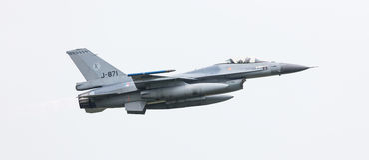 LEEEUWARDEN, ΟΙ ΚΑΤΩ ΧΏΡΕΣ - 11 ΙΟΥΝΊΟΥ 2016: Ολλανδικό πολεμικό αεροσκάφος F-16 j Στοκ φωτογραφίες με δικαίωμα ελεύθερης χρήσης