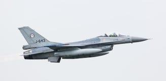 LEEEUWARDEN, ΟΙ ΚΑΤΩ ΧΏΡΕΣ - 11 ΙΟΥΝΊΟΥ 2016: Ολλανδικό πολεμικό αεροσκάφος F-16 j Στοκ Εικόνα