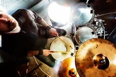 Leef muziek en slagwerker Is een echte soul-muziekinhoud royalty-vrije stock afbeeldingen