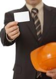 Leeg adreskaartje in ingenieur of architectenhand royalty-vrije stock afbeelding