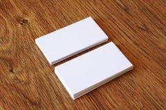 Leeg adreskaartje op een bureaulijst Stock Foto