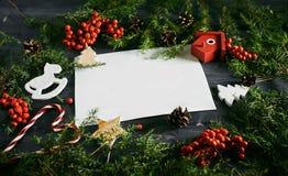 Leeg adreskaartje op een Kerstmis houten achtergrond Royalty-vrije Stock Foto's