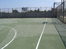Leeg basketbalhof stock fotografie