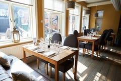 Leeg Binnenland van Eigentijds Restaurant Stock Foto's