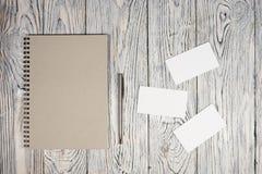 Leeg blad van document, blocnote, pen en andere levering Stock Afbeelding