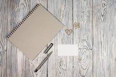 Leeg blad van document, blocnote, pen en andere levering Royalty-vrije Stock Afbeeldingen