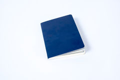 Leeg blauw paspoort op witte achtergrond royalty-vrije stock afbeelding