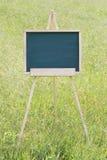 Leeg bord met schildersezel Stock Afbeeldingen