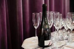 Leeg Champagne-glazenrestaurant Royalty-vrije Stock Foto's